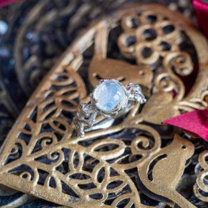Фэнтезийное кольцо с лунником