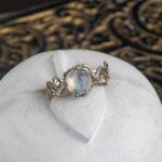 Кольцо из белого золота с лунником