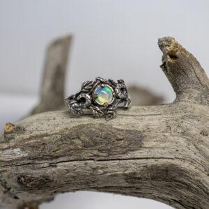 Серебряное кольцо-лунница
