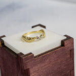 Золотое кольцо в античном стиле