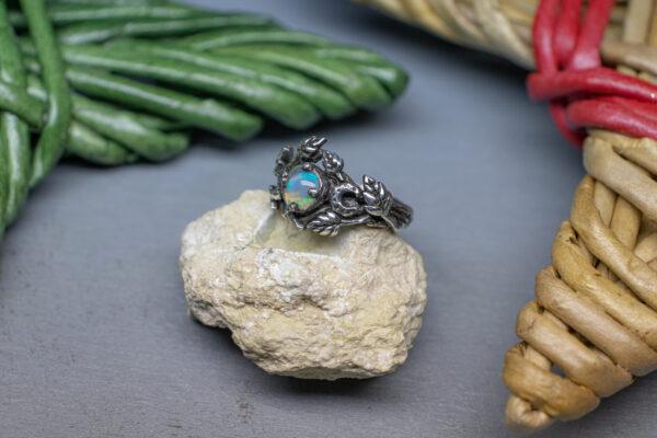 Серебряное кольцо с месяцем