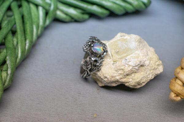 Эльфийское кольцо с огненным опалом