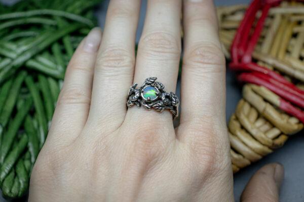 Эффектное кольцо с опалом