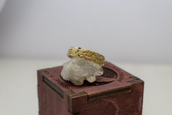 Мужское золотое кольцо с лотосом