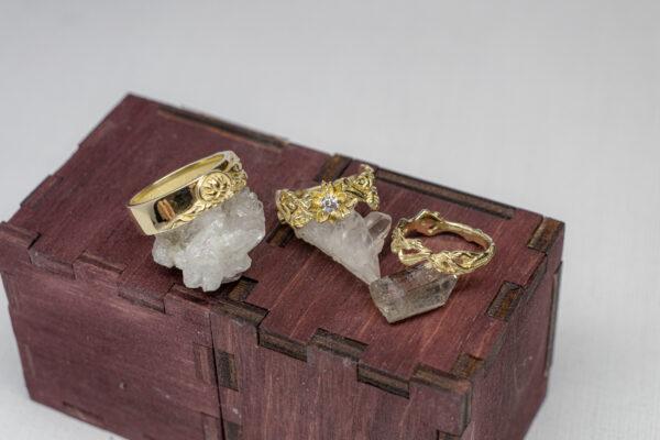 Комплект обручальных колец из золота