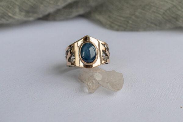 Массивное золотое кольцо