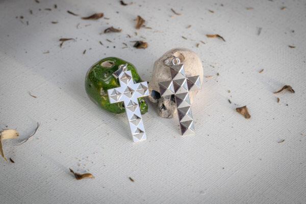 Готические серебряные кресты