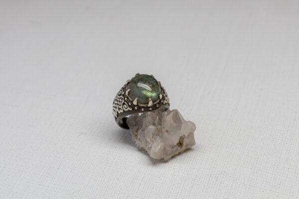 Мужской перстень с лабрадоритом