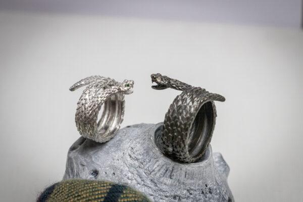 Кольца-змеи с драгоценными камнями