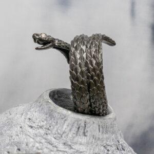 Кольцо-змея с бриллиантами