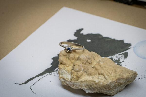 Нежное кольцо с сапфиром