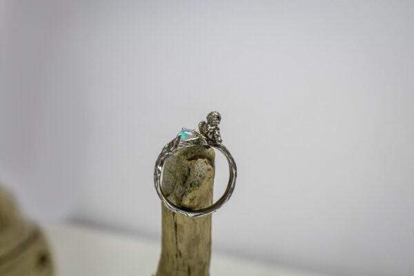 Серебряное кольцо с ангелом