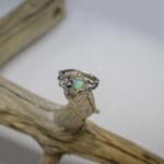 Помолвочное кольцо с опалом