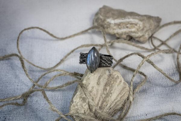 Серебряный перстень с лабрадоритом