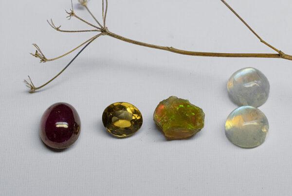 Рубин, Цитрин, Опал, Лунные камни