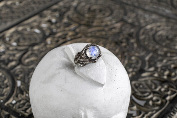 Мужское кольцо с лунным камнем