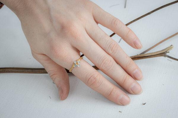 Тонкое кольцо с сапфиром