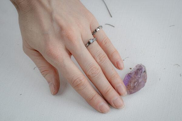 Обручальные кольца с лунным камнем