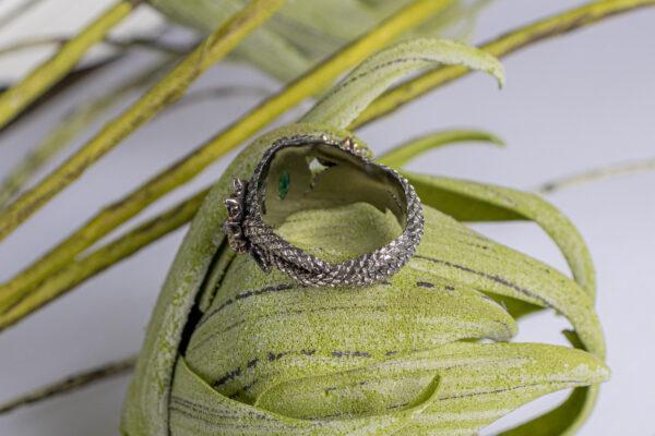 Золотое кольцо со змеями