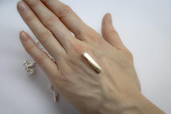 Стильный золотой кулон с бриллиантом