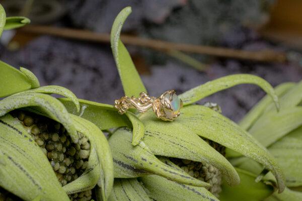 Золотое кольцо-веточка
