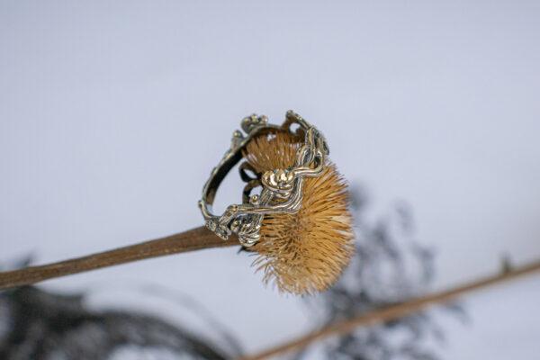 Тонкое золотое кольцо-веточка