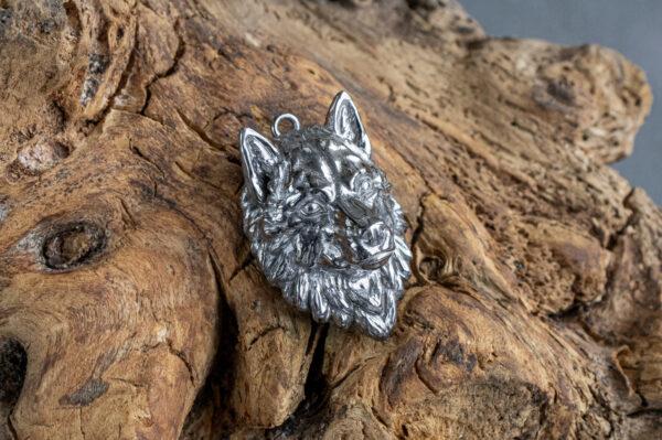 Серебряный кулон с волком