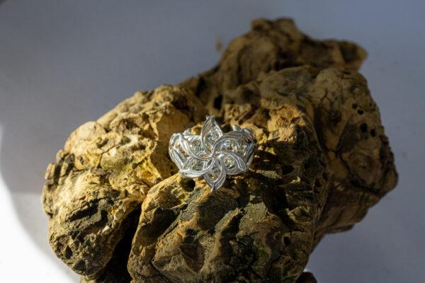 Серебряное кольцо с муассанитом