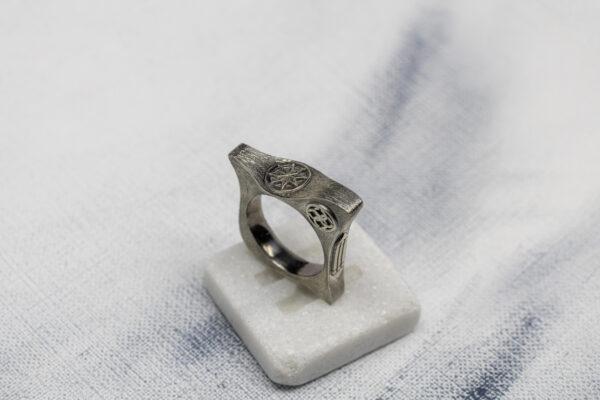 Уникальное кольцо с сакральными символами