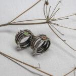 Кольцо-веточка с драгоценным камнем