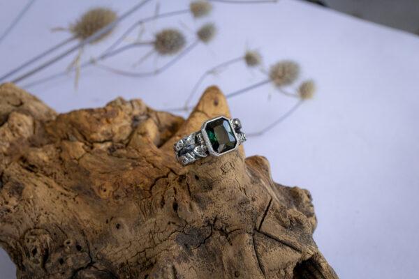 Мужское кольцо с зеленым турмалином