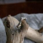 Кольцо-веточка с изумрудами