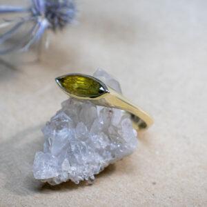Мужское кольцо с желтым сапфиром