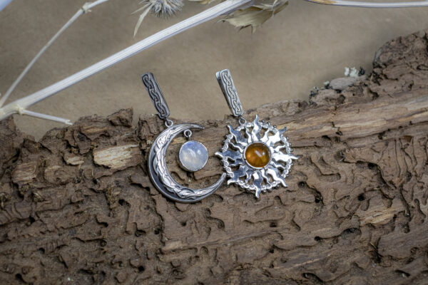 Астрологические серьги с янтарем и лунным камнем